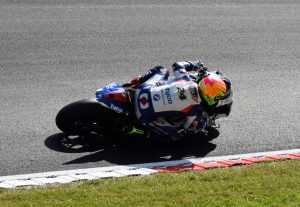 Christian Iddon in British Superbikes exits Hawthorns on his Tyco BMW S1000RR