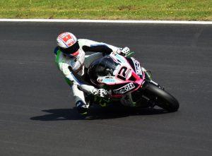 Luke Mossey through Hawthorns in British superbikes on his Quattro Plant Tec Care Kawasaki ZX-10R