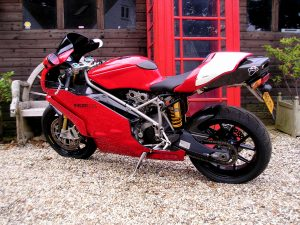 Work of art Ducati 999R features short stroke Testastretta motor, and carbon fibre everywhere, includin g it's body panels