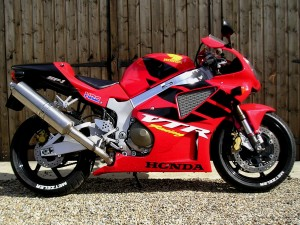 Honda's SP-1 was designed with only one goal in mind, to beat Ducati at their own game in WSBk - Which it did winning the WSBK World Championship in 2000