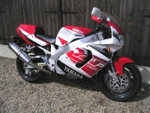 This particular YZF750-R is a 1997 final spec. Ohlins equipped bike. With just 2 owners, and 2890 miles, hens teeth are apprciably easier to find