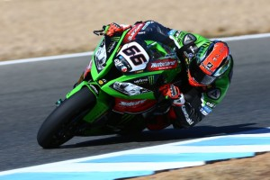 Tom Sykes narrowly took victory from Jonathan Rea in Race 2